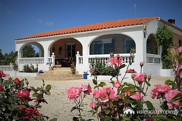 Wonderful detached villa, 8552 sqm plot, at Beniganim