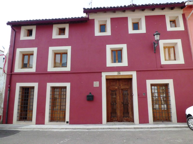 Stunning village house with pool & all amenities. Near Xàtiva