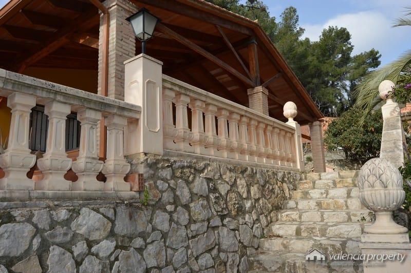 Detached villa, 3 bedrooms and pool, at Xàtiva