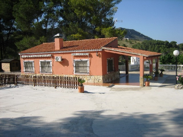 Detached villa, 3 bedrooms with swimming pool, at Xàtiva.