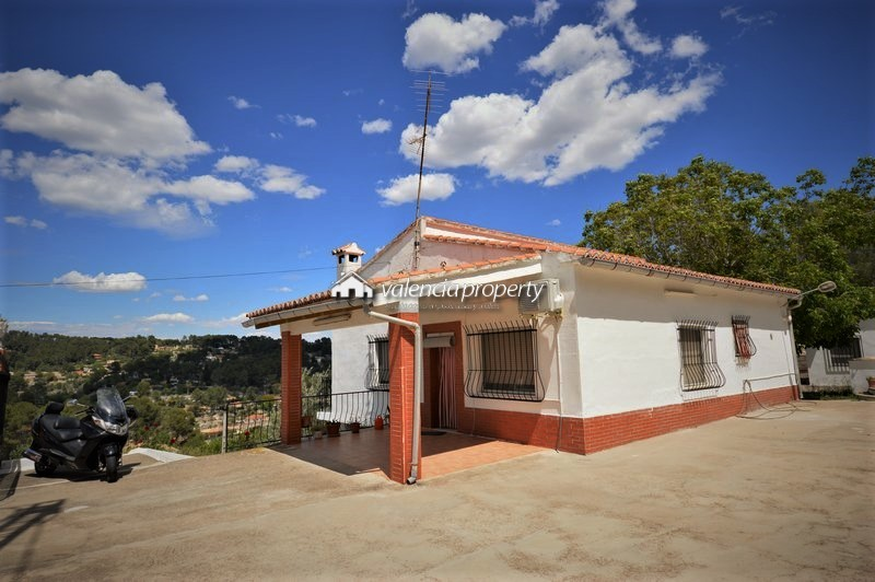 Lovely country house with 4 bedrooms, guest house and pool, at Xàtiva