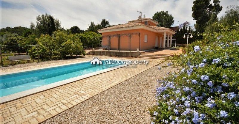 Villa avec 3 chambres, 2 salles de bains et piscine, à Xàtiva.