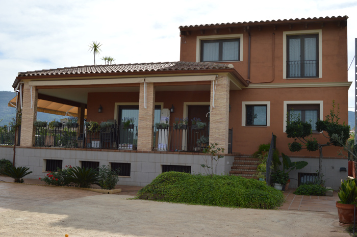 Villa, 5 bedrooms, swimming pool among orange trees, near Xàtiva