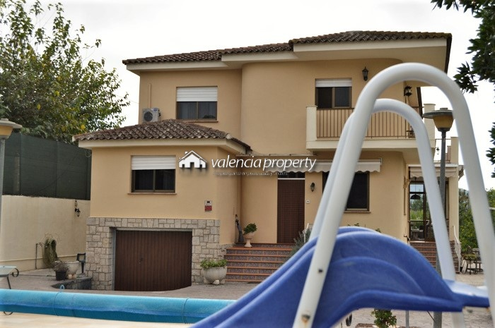 Detached villa, 6 bedrooms, swimming pool + tennis court, at Xàtiva