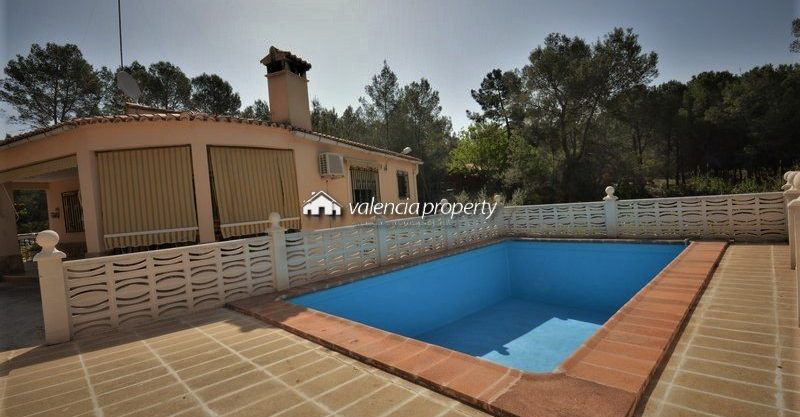 Economic detached villa with 4 bedrooms, pool and garage, at Xàtiva