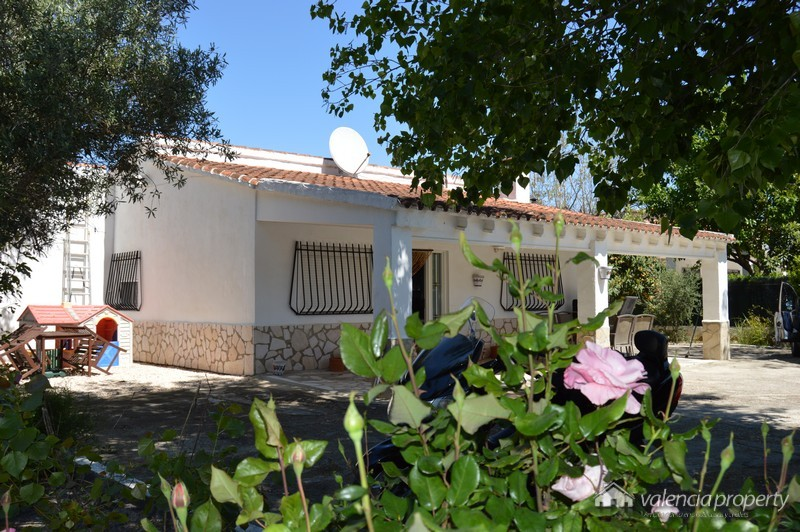 Detached villa with 4 bedrooms and pool. In Lloch Nou, near the city of Xativa