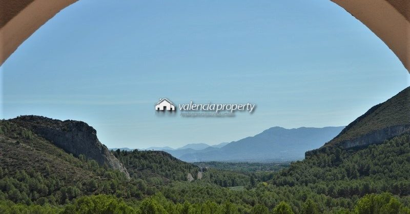 Detached villa, 4 bedrooms + swimming pool, facing the natural setting of La Cueva Negra, Xàtiva
