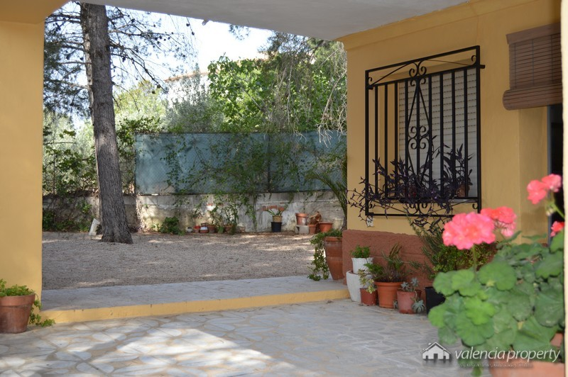 Simple but affordable 3 bedrooms country house, at Xàtiva