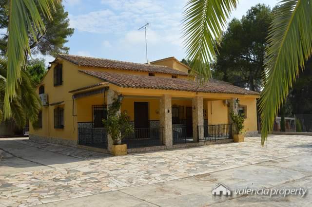 Detached villa near the city of Xativa