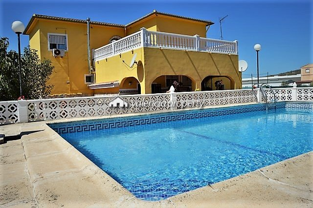 Extraordinary detached villa of 8 bedrooms, near Xàtiva.