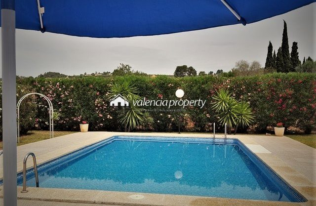 Fantastic detached villa with 4 bedrooms, garage and pool, near Xàtiva.
