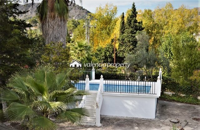 Villa + maison annexe + piscine, à Xàtiva.