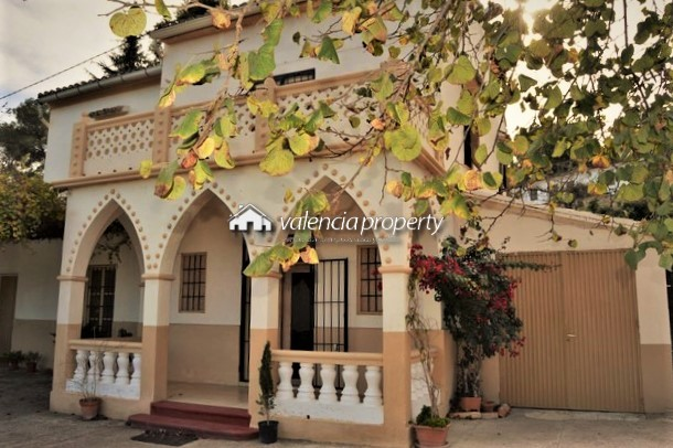 Traditional Valencian house, 5 bedrooms, 5,707 m² of urban plot, in Xàtiva.