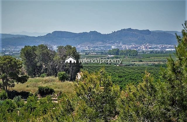 Country house, with warehouse, garage and land with orchard at Xàtiva