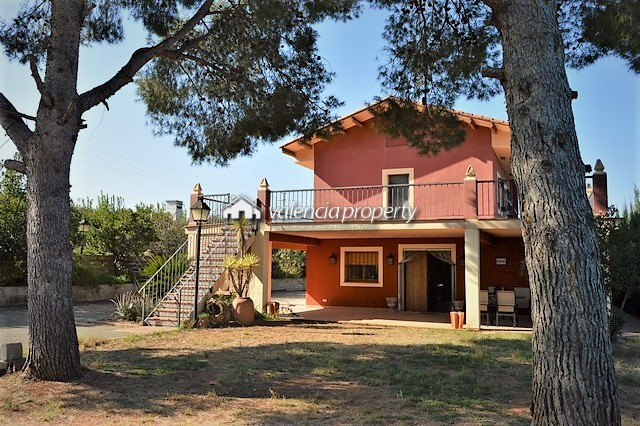 Exceptional country house among orange trees, in the fertile valley of Cárcer