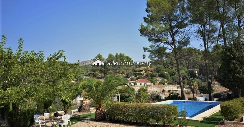 Detached villa in Xàtiva, 4 bedrooms, pool and barbecue.