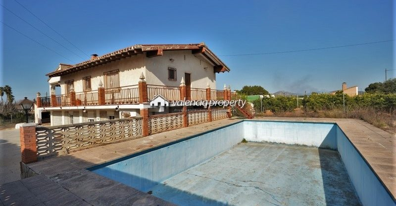 Detached villa of 2 heights, with self contained apartment + pool, close to Xàtiva