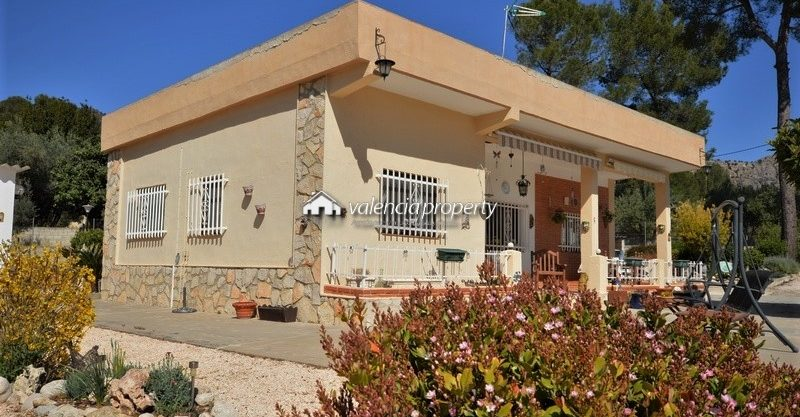 Detached villa, annex, garage + pool, in Xàtiva.