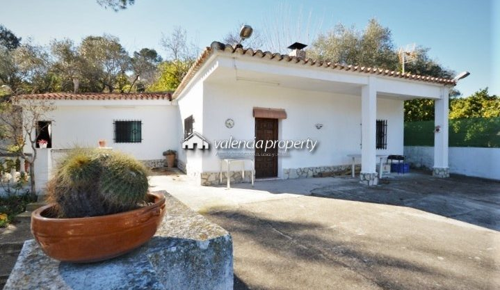 Country house, 3 bedrooms with a large plot of 3696 m², in Xàtiva.